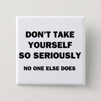 Nehmen Sie sich nicht so ernst. Sonstes niemand Quadratischer Button 5,1 Cm