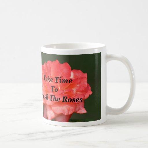 Nehmen Sie TimeTo Geruch die Rosen Teetasse