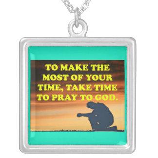 Nehmen Sie Zeit, zum Gott zu beten! Versilberte Kette