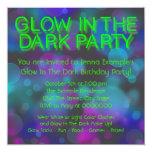 Neonglühen im dunklen Geburtstags-Party Individuelle Einladung