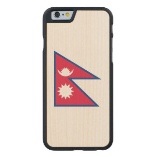 Nepal-Flagge Carved® iPhone 6 Hülle Ahorn