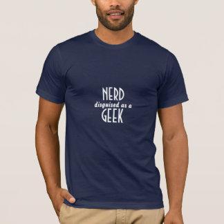 Nerd verkleidet als Geek T-Shirt