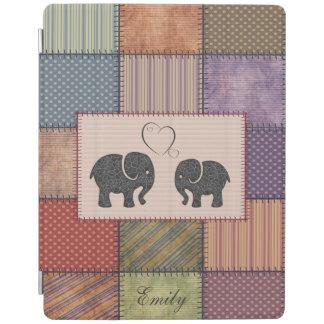 Nette niedliche Elefanten im Liebepatchwork iPad Hülle