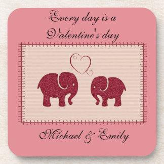 Nette niedliche Elefanten im Liebepatchwork Untersetzer