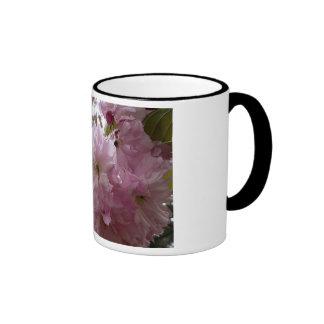 Nette rosa Blumen-Schale Ringer Tasse