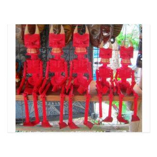 Nette rote kleine mexikanische Teufel, die herum Postkarte