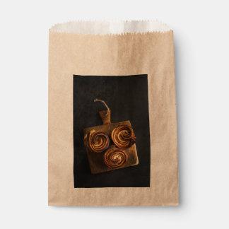 Neue gebackene cruffins geschenktütchen