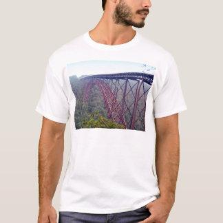 Neuer Fluss-Schlucht-Brücke T-Shirt