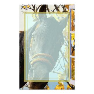 Braunes pferd briefb gen selbst gestaltete braunes pferd briefpapier designs - Braunen durch fenster ...