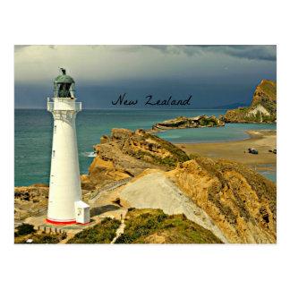 Neuseeland-Landschaft mit Leuchtturm Postkarte