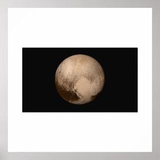 New Horizons - Pluto in der wahren Farbe Poster