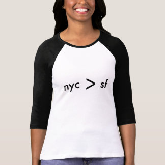 New York City ist größer als San Francisco T-Shirt