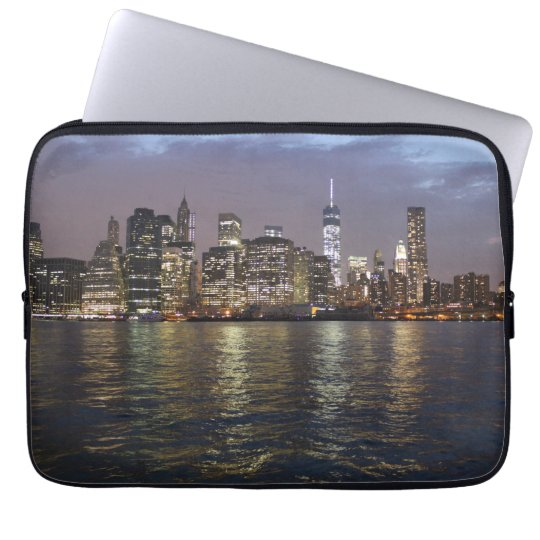 New York Skyline am Abend Laptop Sleeve