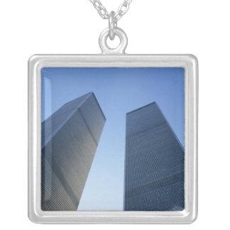 New York, USA. Ansicht oben an den Twin Towern von Versilberte Kette