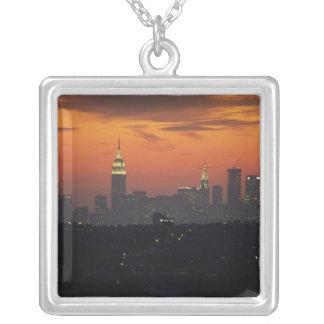 New York, USA. Skyline von im Norden Manhattan Versilberte Kette