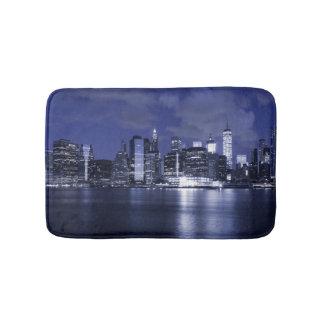 New- YorkSkyline gebadet im Blau Badematte
