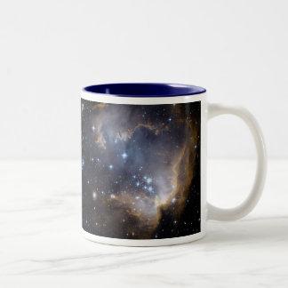 NGC 602 die helle Sterne NASA Zweifarbige Tasse