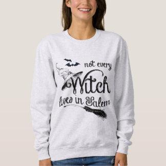 Nicht jede Hexe wohnt in Salem Halloween Sweatshirt