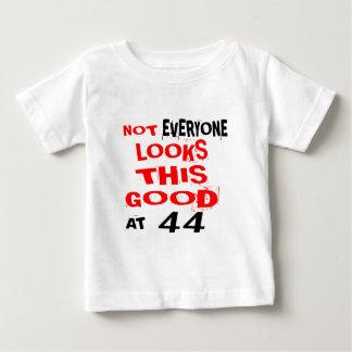 Nicht jedes betrachtet dieses, das 44 Geburtstag Baby T-shirt