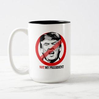 Nicht mein Präsident - Anti-Trumpf Zweifarbige Tasse