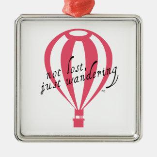 Nicht verlorener, gerade wandernder Reise-Slogan Silbernes Ornament