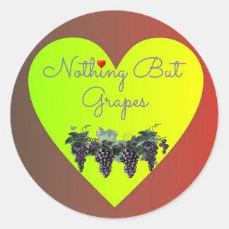 Nichts aber Trauben-Herz-Aufkleber Runder Aufkleber