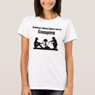 Nichts ist sonderbar, wenn Sie Camping sind T-Shirt