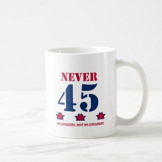 """""""Nie 45"""" Anti-Trumpf Kaffeetasse"""