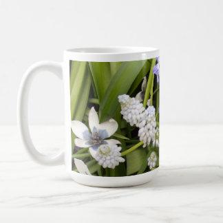 Niederländische blaue weiße Tulpen Kaffeetasse