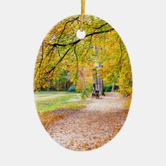 Niederländische Herbstlandschaft mit Fußweg und Ovales Keramik Ornament