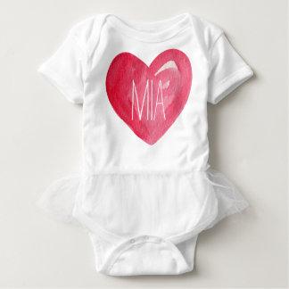 Niedlich fertigen Sie Baby-Namensherz besonders an Baby Strampler