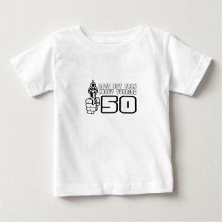 """Niedlich, """"lässt über 50"""" nicht sprechen baby t-shirt"""