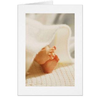 Niedliche Baby-Fuß-kleine Baby-Füße eingewickelte  Grußkarte