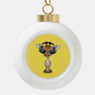 Niedliche Baby-Giraffen-tragende Kopfhörer Keramik Kugel-Ornament