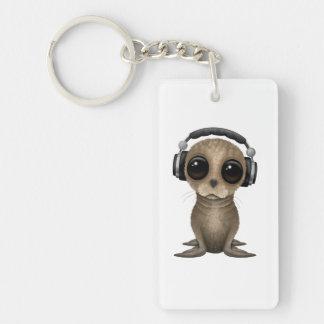 Niedliche Baby-Seelöwe tragende Kopfhörer Schlüsselanhänger