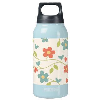 Niedliche Blumen und Reben heiß und kalte Isolierte Flasche
