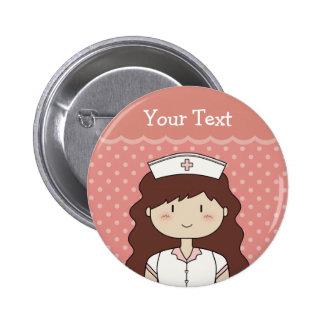 Niedliche Cartoonkrankenschwester (brünett) Runder Button 5,7 Cm