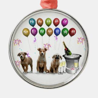 Niedliche drei Hunde, die glückliches neues Jahr Rundes Silberfarbenes Ornament