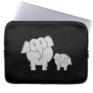 Niedliche Elefanten. Cartoon auf Schwarzem Laptop Sleeve Schutzhülle