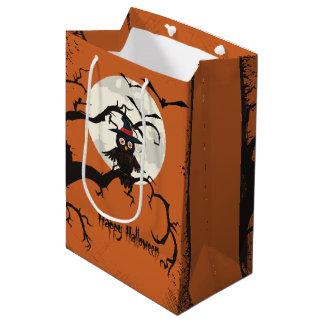 Niedliche Eule mit Hexehut glückliches Halloween Mittlere Geschenktüte