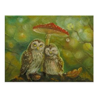 Niedliche Eulen-Paare unter dem Pilz Postkarte