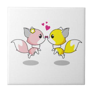 Niedliche Füchse im Liebe-Cartoon Fliese