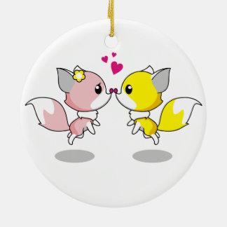 Niedliche Füchse im Liebe-Cartoon Keramik Ornament
