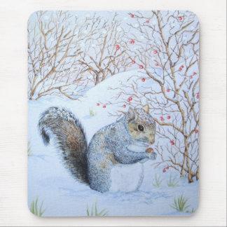 niedliche graue Eichhörnchenschneeszenen-Tierkunst Mousepad