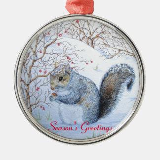 niedliche graue Eichhörnchenschneeszenen-Tierkunst Silbernes Ornament