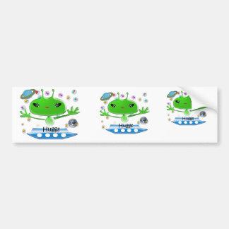 Niedliche grüne Weltraum-Außerirdische mit Autoaufkleber