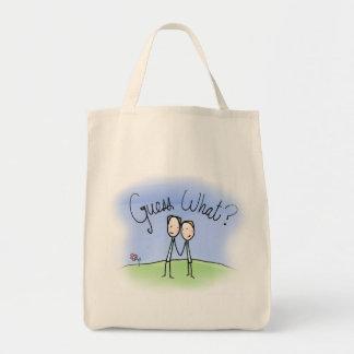 Niedliche homosexuelle Paar-Vermutung was Einkaufstasche