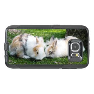Niedliche Kaninchen auf Gras