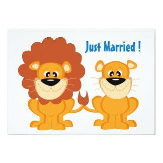 Niedliche Löwe-Paare gerade verheiratet 12,7 X 17,8 Cm Einladungskarte