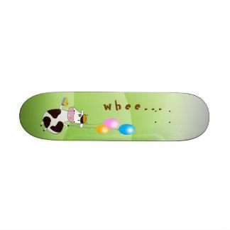 Niedliche lustige Fliegen-Kuh u. Kuchen u. Ballone Personalisierte Skatedecks